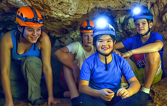 Caving adventure, che chem ha caves, Belize